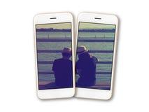 Photo de couples sur l'isolat d'écran de smartphone Image stock