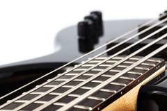 Photo de détail d'une guitare basse électrique Photos libres de droits