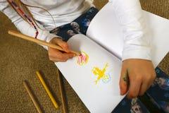 Photo de dessin d'enfant/fille pour le jour de mère Images libres de droits