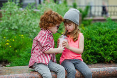 Photo de deux hippies mignons Images stock