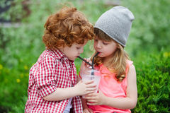 Photo de deux hippies mignons Image stock