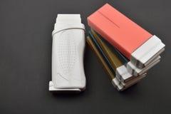 Photo de différents types de cartouches liposolubles de cire pour la cire Image stock