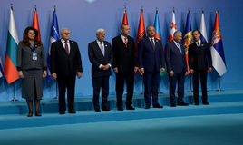 Photo de famille des participants au 25ème sommet d'anniversaire de la coopération économique BSEC de la Mer Noire Images libres de droits