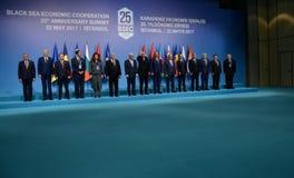 Photo de famille des participants au 25ème sommet d'anniversaire de la coopération économique BSEC de la Mer Noire Photographie stock libre de droits