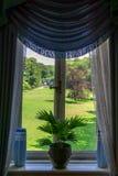 Photo de fenêtre décorée du regard de vintage image stock
