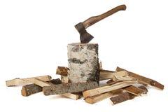 Photo de hache dans le tronçon et les bois Photo stock