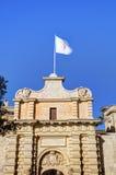 Photo de HDR d'une porte d'entrée et des murs de ville de la ville célèbre de Mdina, Malte, un après-midi ensoleillé d'été Photos stock