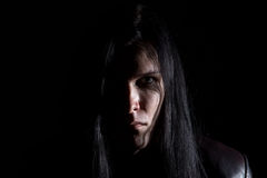 Photo de l'homme châtain avec de longs cheveux Image stock
