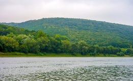 Photo de la grande rivière, vue de plage Photo libre de droits