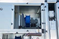 Photo de la pièce d'unité de vetilation avec le moteur de ventilateur électrique à l'intérieur Photographie stock libre de droits