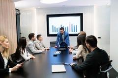 Photo de la réunion d'affaires dans la salle de conférence Image stock