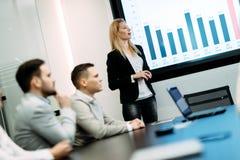 Photo de la réunion d'affaires dans la salle de conférence Image libre de droits