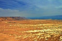 Photo de la vue de la mer morte d'une taille de Masada photographie stock