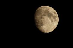 Photo de lune par l'intermédiaire de télescope Image stock