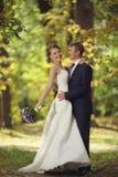Photo de mariage des jeunes mariés Images stock