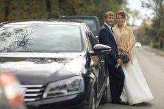 Photo de mariage des jeunes mariés Photographie stock libre de droits
