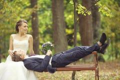 Photo de mariage des jeunes mariés Photos stock