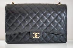 Photo de marque noire de sac à main de Chanel photographie stock libre de droits