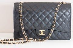 Photo de marque noire de sac à main de Chanel photo libre de droits
