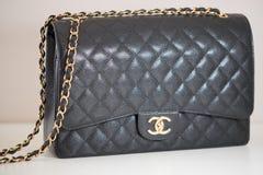 Photo de marque noire de sac à main de Chanel photo stock