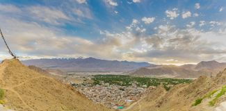 Photo de panorama de belle ville de Leh Image stock