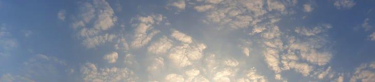 Photo de panorama de ciel bleu avec le nuage lisse image libre de droits