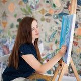 Photo de peinture d'artiste sur le whith de toile Photos libres de droits