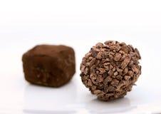 Photo de plan rapproché de bonbon de chocolat sur le fond blanc Images stock