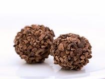 Photo de plan rapproché de bonbon de chocolat sur le fond blanc Photos libres de droits