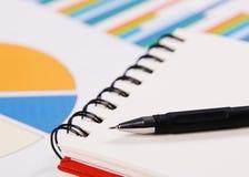Photo de plan rapproché d'un cahier et d'un crayon lecteur Images stock