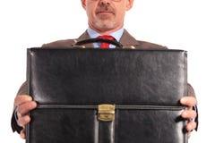 Photo de plan rapproché d'un homme d'affaires tenant une serviette Photo libre de droits