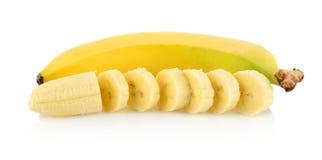 Photo de plan rapproché de banane avec des morceaux sur le fond blanc Image libre de droits