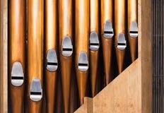 Photo de plan rapproché des tubes brillants d'organe images stock