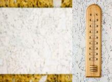 Photo de plan rapproché du thermomètre d'alcool de ménage montrant la température dans les degrés Celsius Image libre de droits