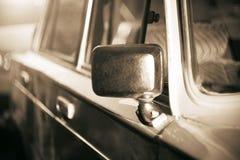 photo de Simple-couleur dépeignant une rétro voiture de photographie stock