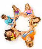 Photo de six enfants dans une pose de lotus Photos libres de droits
