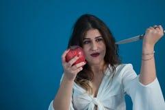 Photo de studio avec la fille et la pomme mignonnes images libres de droits