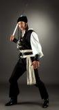 Photo de studio d'acteur posant comme pirate Image stock