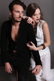 Photo de studio de mode de beaux couples sexy Photo stock