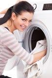 Photo de studio des vêtements de blanchisseurs de femme photos stock