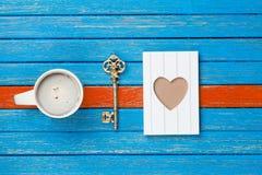 Photo de tasse de café, de touche fonctions étendues et de carte postale sur le merveilleux Photos libres de droits