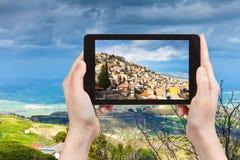 Photo de ville d'Aidone en Sicile Photographie stock libre de droits