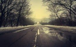 Photo de vintage de route par jour du ` s d'hiver Photographie stock libre de droits