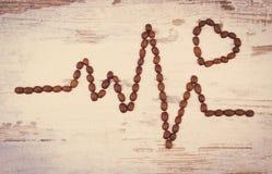 Photo de vintage, ligne de cardiogramme de concept rôti de graines de café, de médecine et de soins de santé Image libre de droits