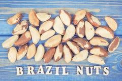 Photo de vintage, noix du brésil d'inscription et fruits contenant les minerais et la vitamine naturels Image stock
