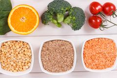Photo de vintage, produits nutritifs contenant la vitamine B9 et la fibre alimentaire, concept sain de nutrition image stock