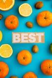 Photo des agrumes, citrons, oranges, chaux, mandarines, écrous Photographie stock