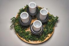 Photo des bougies de Noël du plat en bois Photographie stock