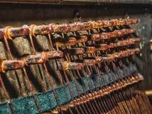 Photo des détails du vieux piano cassé pour le fond Images stock