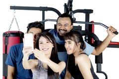 Photo diverse de selfie de prise de personnes ensemble Photographie stock libre de droits